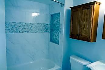 Bathroom, 271 Crandell Rd, 2