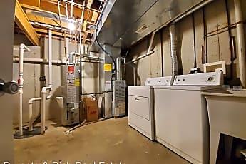 Bathroom, 437 Coventry Cir, 2