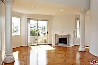 Living Room, 916 S Shenandoah St 5, 1