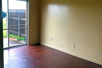 Living Room, 2010 W Algonquin Trail, 2