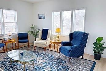 Living Room, 518 N Poplar St, 1