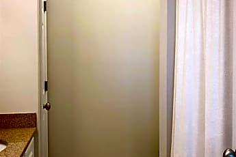 Bathroom, 2834 Howard Ave, 2