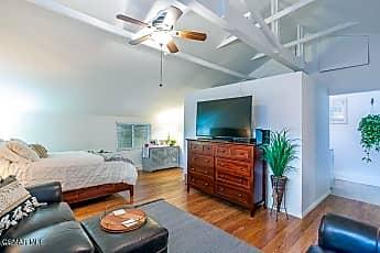 Living Room, 1321 E Hillcrest Dr, 1