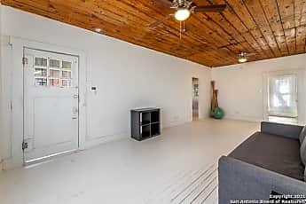 Living Room, 2514 E Houston St, 1