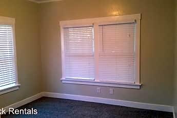 Living Room, 1204 N Maple St, 2