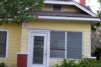 Building, 548 Woodlawn St, 1