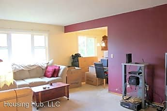Living Room, 330 W Annapolis St, 1