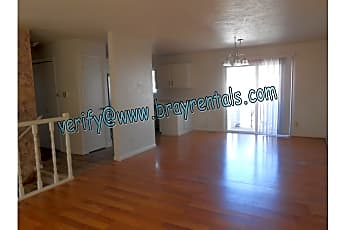 2534 Walnut Ave 2-livingroom.jpg, 2534 Walnut Ave, 0
