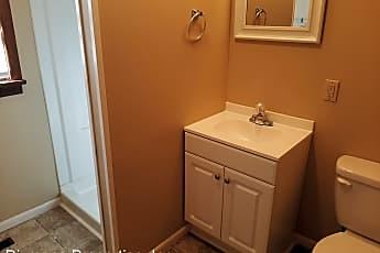 Bathroom, 1678 E 8th St N, 2