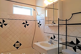 Bathroom, 1112 NW 44th St, 2