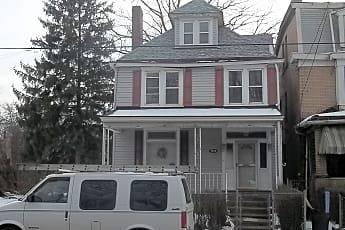Building, 7814 Bennett St, 2