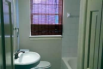 Bathroom, 525 Flamingo Dr, 2