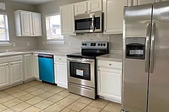 Kitchen, 3121 Edgewood Dr, 1