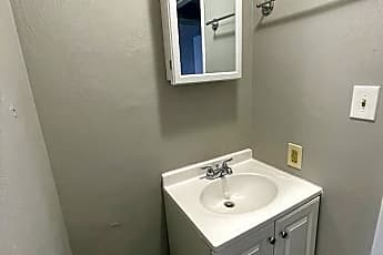 Bathroom, 7311 Woodlawn Ave, 2