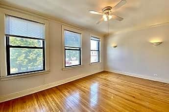Living Room, 2207 W Montrose Ave, 0
