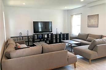 Living Room, 16 E Walnut St 16, 1
