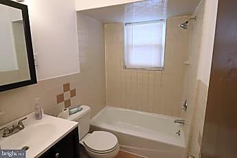 Bathroom, 506 Ridgeway St, 2