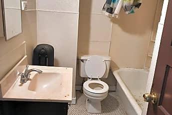 Bathroom, 2525 Lloyd St, 2