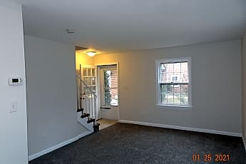 Living Room, 1752 E W Hwy, 1