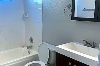 Bathroom, 938 10th St, 2