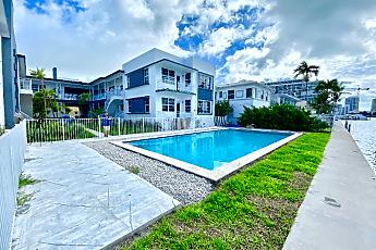 Pool, 960 Bay Dr, 0