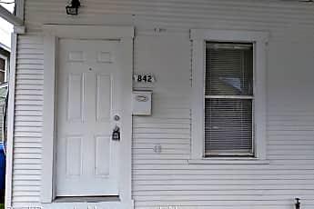 Building, 842 Steves Ave, 1