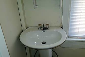 Bathroom, 289 Lincoln Way W, 2