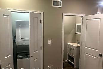 Bathroom, 536 N Hobart St, 1