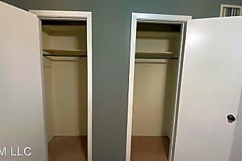 Bathroom, 903 Parkwood Dr, 1