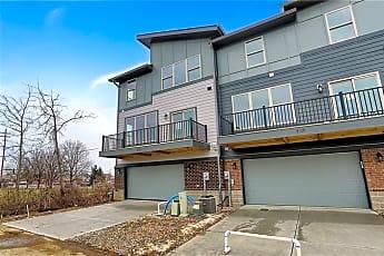 Building, 8240 E 116th St, 2
