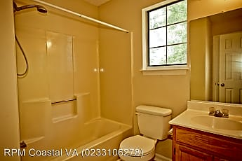 Bathroom, 475 Lees Mill Dr, 2