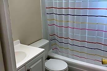 Bathroom, 5 Colonial Rd 41, 2