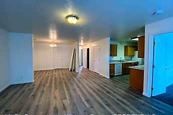 Building, 758 2720 E St, 1