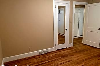 Bathroom, 600 Longview St, 2