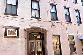 Building, 104 N Queen St, 1