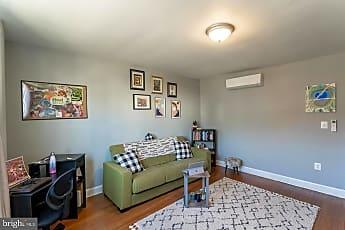 Living Room, 622 19th St NE, 0