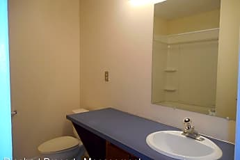 Bathroom, 1681 Hunters Trail, 2
