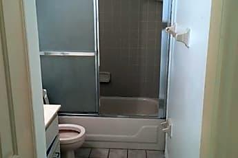 Bathroom, 3104 Woodland Dr, 2