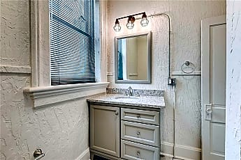 Bathroom, 406 N Lebanon St, 2
