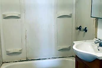 Bathroom, 1104 Victory Blvd, 2