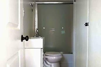 Bathroom, 4555 N Figueroa St, 2