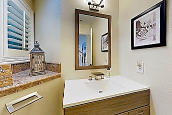 Bathroom, 614 9th St, 2