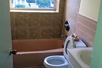 Bathroom, 32 Cedar St, 2