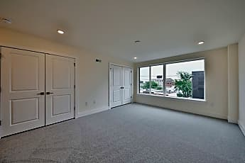 Living Room, 2440 Lee St Unit 1, 2