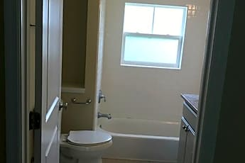 Bathroom, 1306 N Martin Luther King Jr Blvd, 2