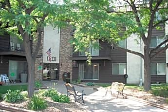 Earle Brown Farm Apartments, 0