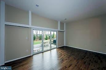 Living Room, 5815 Humblebee Rd, 1