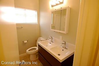 Bathroom, 152 Avenida Serra, 2