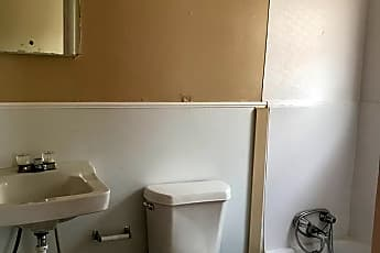 Bathroom, 1005 S 3rd St, 2