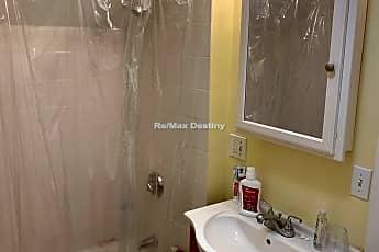 Bathroom, 97 Oxford St, 2